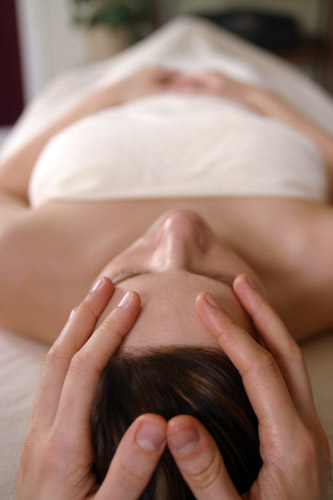 Ouroboros-Wellness-Indian-Head-Massage